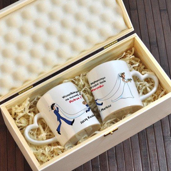 Dwa kubki w pudełku na ślub dla Młodej Pary