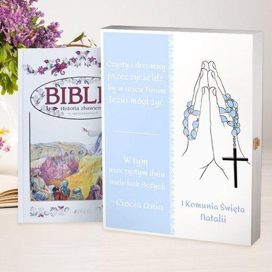 Biblia w drewnianym pudełku - dłonie