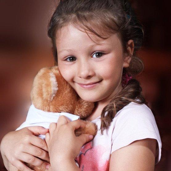Miś pluszowy- kochający szary kot
