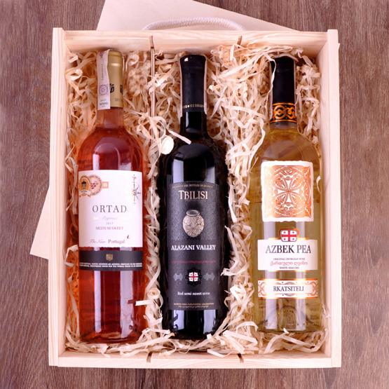 Pudełko na trzy wina - inicjały