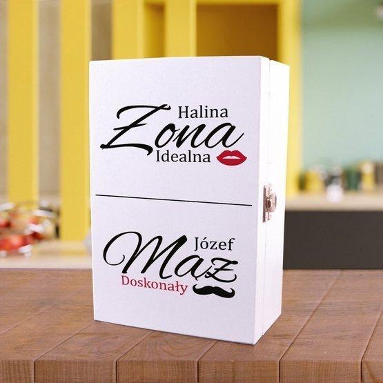 Zestaw dwóch kubków w pudełku z nadrukiem Idealna Żona i doskonały Mąż